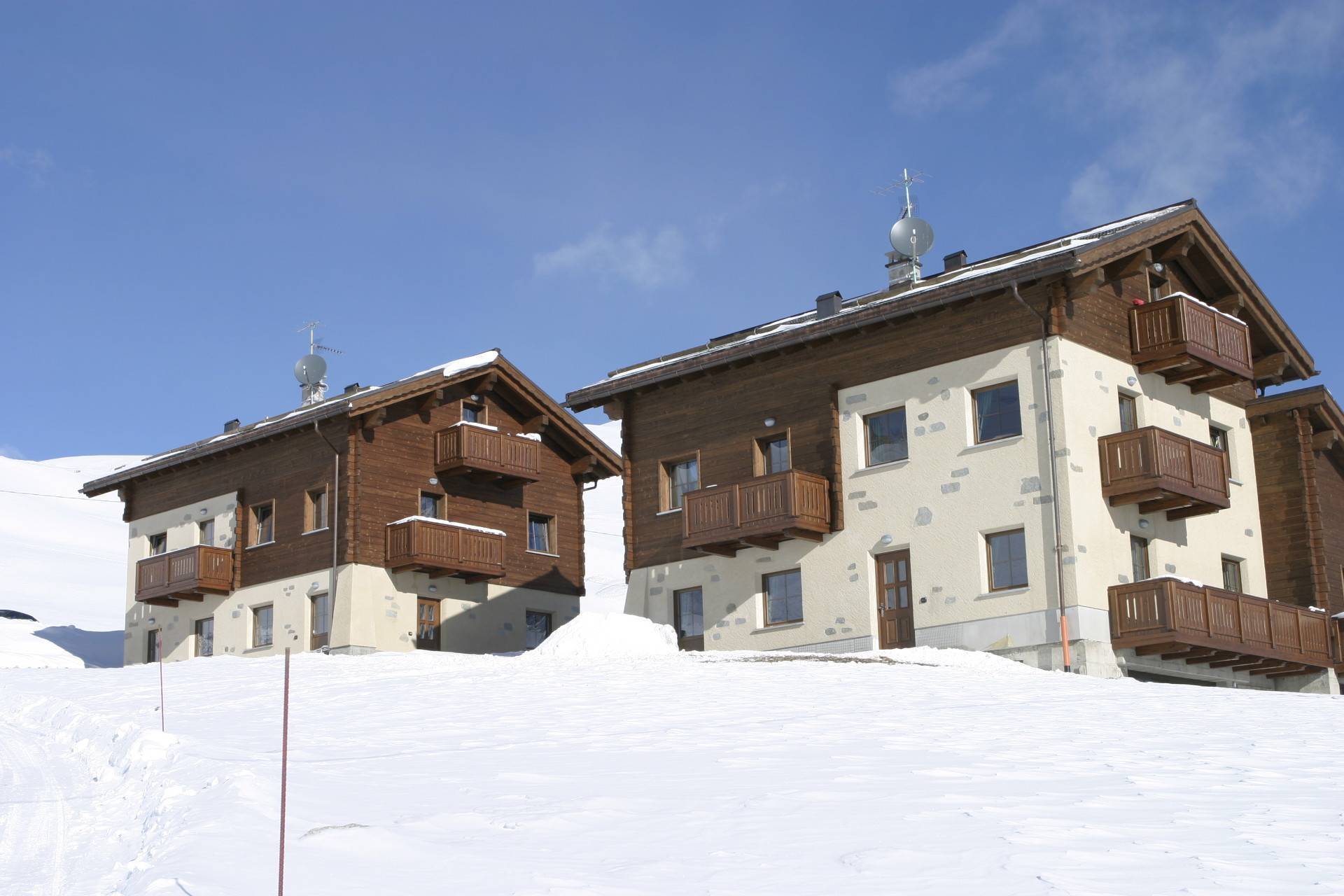 Chalet Li Baita - winter holidays in Livigno winterˈwintər Definizioni di winter sostantivo the cold